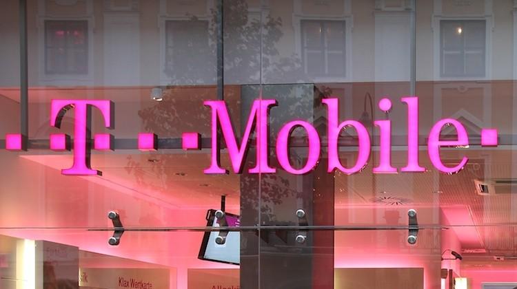 T mobile black friday deals 2016 get free smartphones from samsung lg and apple mobilitaria - Mobel black friday ...