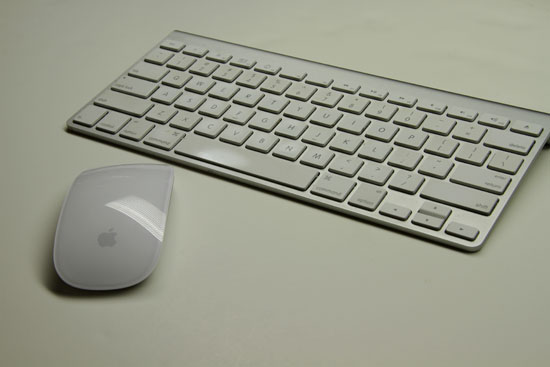 apple launches wireless magic keyboard with numeric keypad discontinues wired one mobilitaria. Black Bedroom Furniture Sets. Home Design Ideas